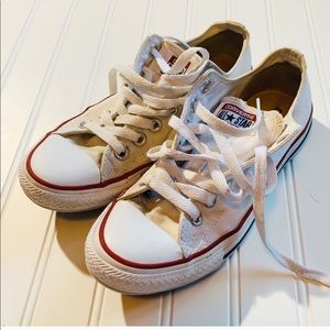 Classic converse low top and white women's size 7